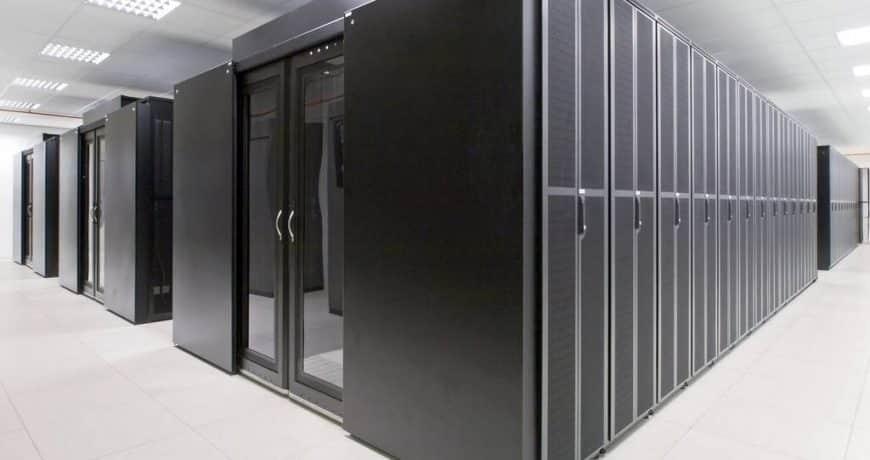 """Centro de datos.- """"Es el edificio o parte de un del edificio en donde se concentra el procesamiento y almacenamiento de la información"""" TIA942"""