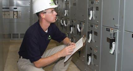 Servicios de Mantenimiento.- Para lograr la alta disponibilidad en la industria es indispensable que las empresas cuenten con un plan de mantenimiento.