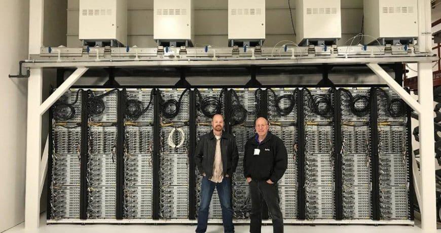 Junto con McKinstry y Cummins como partners, la compañía construye un prototipo para alimentar un centro de datos en el que los racks están conectados...
